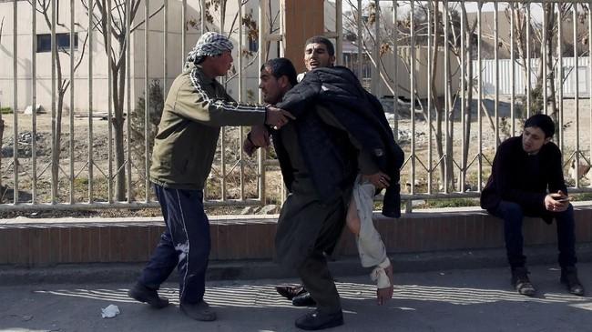 Ledakan itu terjadi di kawasan di mana terdapat sejumlah organisasi internasional, termasuk Uni Eropa dan kawasan kantor perwakilan negara-negara asing di Kabul, Afghanistan. (REUTERS/Mohammad Ismail)