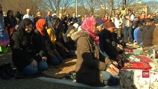 VIDEO: Aksi Solidaritas Larangan Negara Muslim Masuk AS