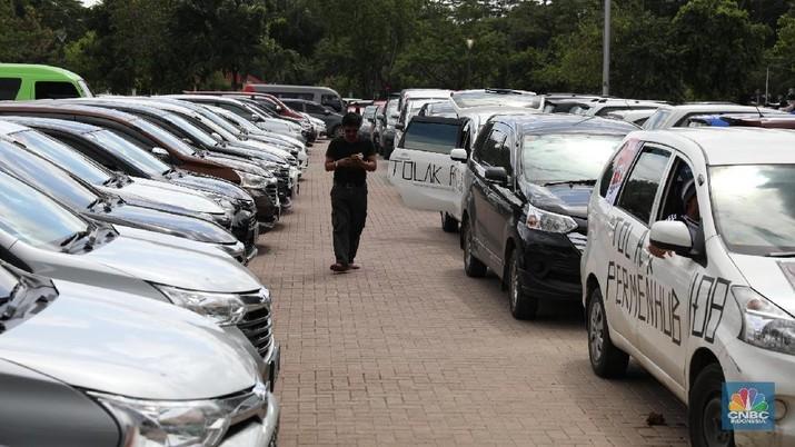Dalam aturan tersebut nantinya jumlah pengemudi taksi online akan dibatasi sesuai dengan ketentuan masing-masing daerah.