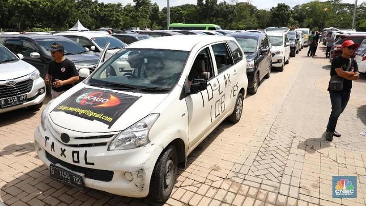Sulitnya Pemerintah Mengutip Pajak Taksi Online
