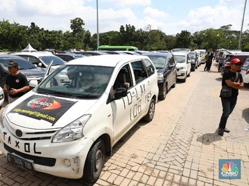 Menemukan Keseimbangan Antara Taksi Online & Konvensional