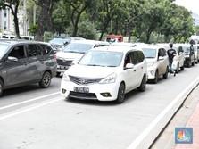 Aturan Baru: Driver Taksi Online Dilarang Pakai Sandal