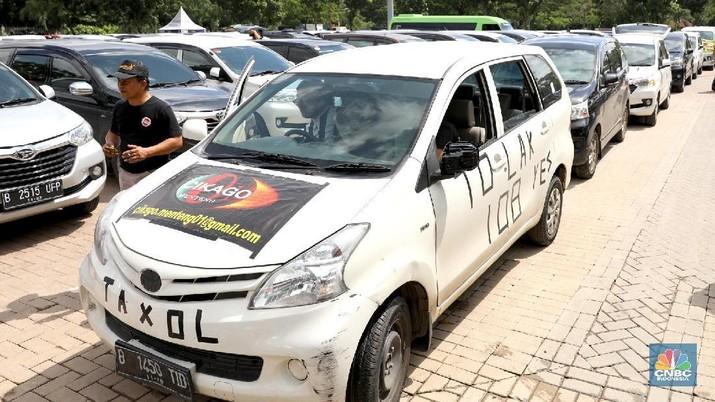 Driver Taksi Online Rapatkan Barisan, Siap-siap Demo
