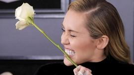 Miley Cyrus Bantah Kabar Hamil Anak Liam Hemsworth