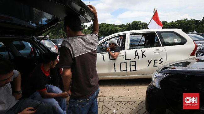 Pemerintah Tangguhkan Aturan soal Sopir Taksi Online