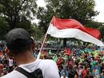 Meski Hujan Turun, Driver Taksi Online Tetap Bertahan Demo