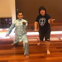 Walau sudah jadi salah satu pengacara artis yang sukses, Lydia Wongsonegoro tetap memperhatikan kesehatan tubuh dengan berlatih Tai Chi.(Foto: Instagram/lydiawongsonegoro1)