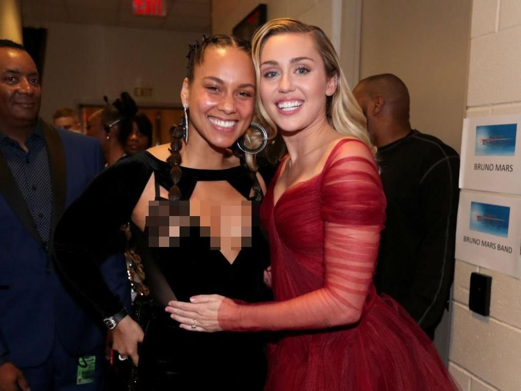 Foto: Alicia Keys Tetap Cantik dengan Wajah Tanpa Makeup di Grammy Awards