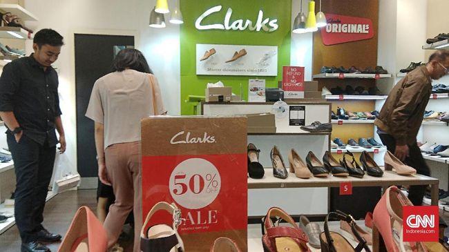 Jelang Tutup Lapak, Gerai Sepatu Clarks Diskon 'Gede-gedean'