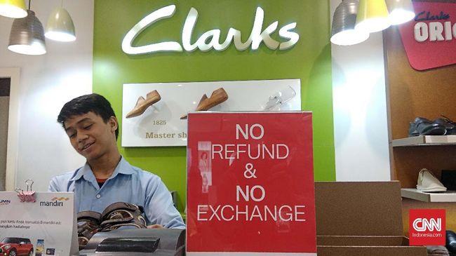 Jelang Tutup Lapak, Konsumen Berburu Sepatu 'Diskonan' Clarks