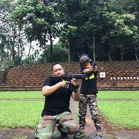 Sunan Kalijaga ternyata lebih suka olahraga yang menunjukan sisi maskulinnya dengan menembak. (Foto: Instagram/sunan_kalijagash)