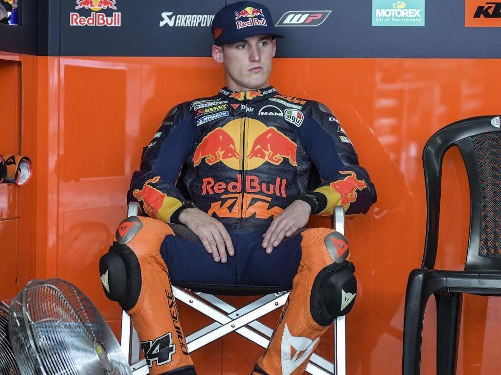 Sang Adik, Pol Espargaro dapat bayaran sedikit lebih tinggi. Oleh Red Bull KTM dia dibayar USD 1 juta atau Rp 14,8 miliar (AFP PHOTO / MOHD RASFAN)