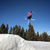 Kerap tampil di event X Games, Kristi Leskinen adalah atlet ski gaya bebas dan petualang. (Foto: instagram/Kristileskinen)