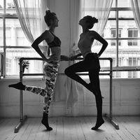 Selain boxing Gigi juga melakukan balet. Aktivitas ini baik untuk menjaga kelenturan tubuh. (Foto: Instagram/gigihadid)