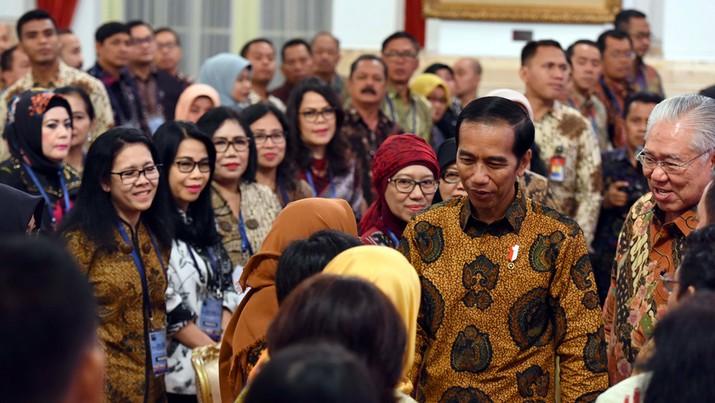 Presiden Joko Widodo (Jokowi) kembali menyesalkan rumitnya mata rantai perdagangan dalam negeri.
