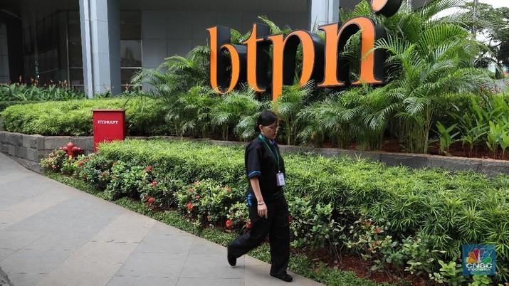 Aktifitas suasana pegawai Bank BTPN di kantor pusat Menara BTPN,  Jakarta, Rabu (31/1/2018). PT Bank Tabungan Pensiun Tbk (BTPN) dan PT Bank Sumitomo Mitsui Indonesia (SMBCI) akan segera merger. Dampak dari merger ini tidak akan merubah komposisi pemegang saham.