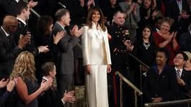 Dobrak Tradisi, Melania Naik Mobil Terpisah Saat Pidato Trump
