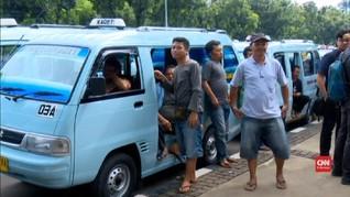 VIDEO: Pengemudi Angkot Tanah Abang Demo di Balai Kota