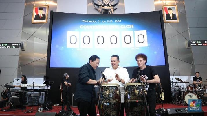 Grup musik rock legendaris, God Bless menutup sesi perdagangan di Bursa Efek Indonesia.