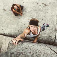 Sering dijuluki gadis tembok, Amanda 'Panda' Voll adalah atlet parkour asal Kanada. (Foto: instagram/amandavoll)