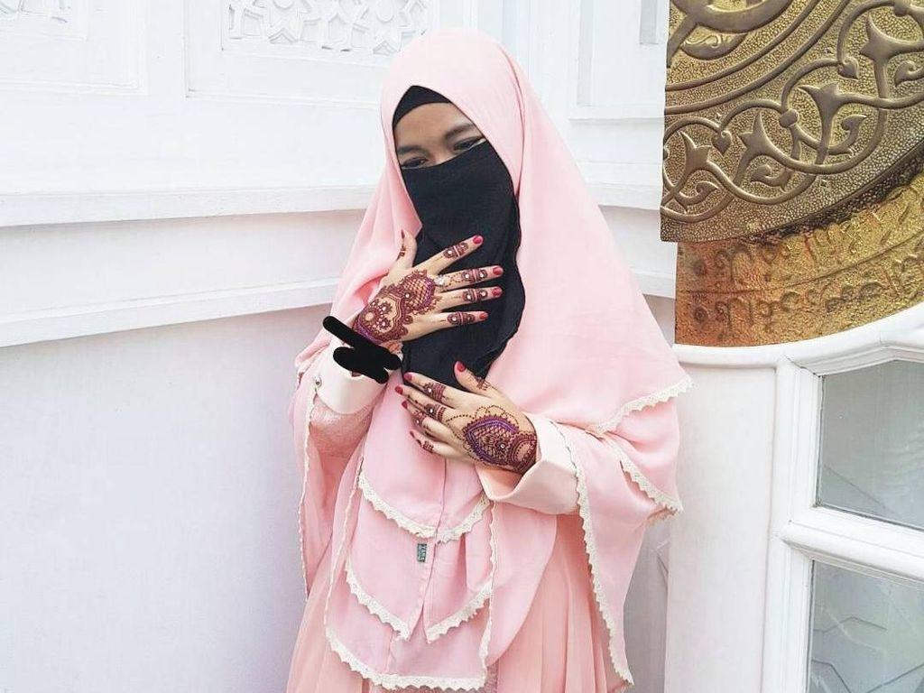 7 Gaya Hijab Cadar Adik Taqi Malik yang Populer di Instagram
