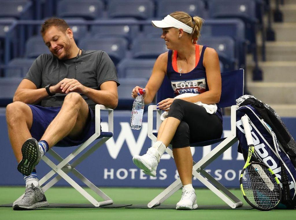 Bekas pemain NBA, David Lee, seolah menjadi jimat bagi petenis Denmark Caroline Wozniacki. Setelah bertunangan, Wozniacki mampu meraih gelar juara tenis grand slam. (Clive Brunskill/Getty Images)