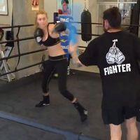 Kalau kamu penasaran coba deh sesekali boxing dengan instruktur profesional seperti yang dilakukan Gigi dan rasakan intensitasnya. (Foto: Instagram/gigihadid)