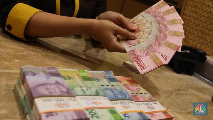 Dolar AS Ditarik-tarik Sentimen Positif dan Negatif