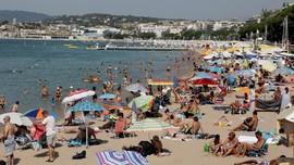 Demi Turis, Cannes Membangun 'Pantai Baru'