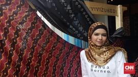 Tampil di New York Fashion Week, Vivi Zubedi Bawa Sasirangan