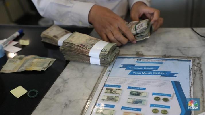 Nilai tukar rupiah terhadap dolar Amerika Serikat (AS) melemah pada perdagangan di pasar spot pagi ini.