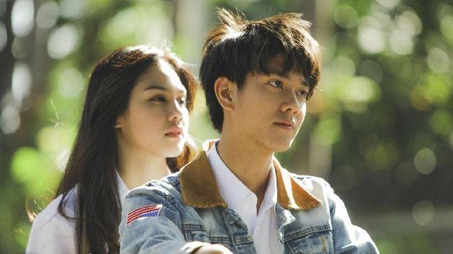 Iqbaal Masih Gombal di Trailer Perdana 'Dilan 1991'