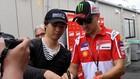 Tampil Buruk di MotoGP 2018, Lorenzo Dikasihani Rossi