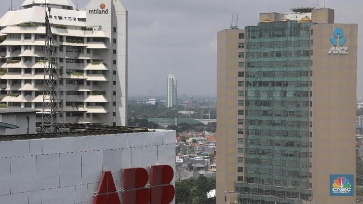 Menurut manajemen perseroan ANZ masih terus menjajaki pembeli saham Bank Panin.