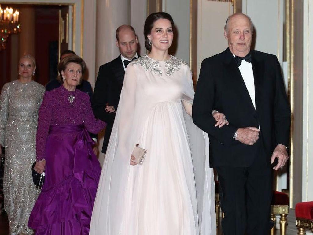 Awas Terpana Kecantikan Kate Middleton yang Bak Dewi di Deretan Foto Ini