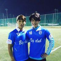 Choi Minho adalah anggota grup musik Shinee. Ia dikenal karena memiliki tubuh yang atletis. Salah satu olahraga favoritnya adalah sepak bola. (Foto: internet)