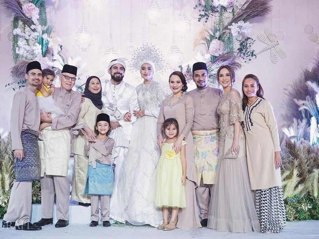 Foto: Resepsi Pernikahan Megah Penyanyi Malaysia Yuna dengan Adik Ipar BCL