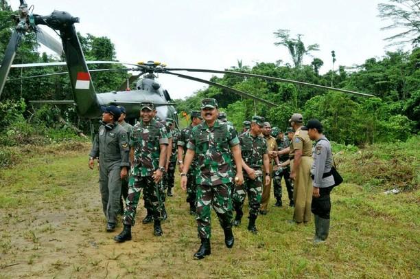Panglima TNI Tinjau Lokasi Pangkalan TNI di Papua