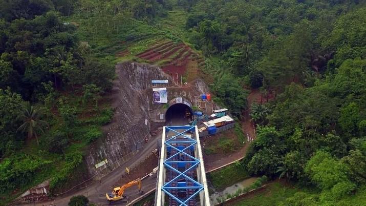 Proyek pembangunan terowongan Notog BH 1440 merupakan salah satu Proyek Strategis Nasional. Terowongan ini dibangun tembus gunung di antara rimbunan hutan.