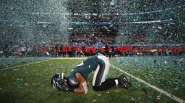 FOTO: Tom Brady Merana di Super Bowl LII