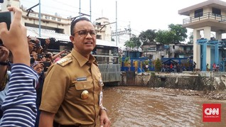 Lewat WhatsApp, Anies Instruksikan Siaga Banjir Jakarta