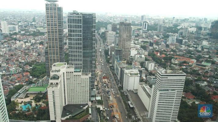 Suasana gedung bertingkat di Jakarta, Senin (5/2/2018). Tahun ini, bank Indonesia memperkirakan ekonomi akan tumbuh lebih baik dibandingkan dari tahun lalu di kisaran 5,1 hingga 5,5 persen seiring membaiknya perekonomian global. (CNBC Indonesia/ Andrean Kristianto)