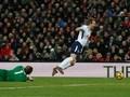 Pemain Liverpool Ledek Harry Kane dalam Duel Lawan Salah