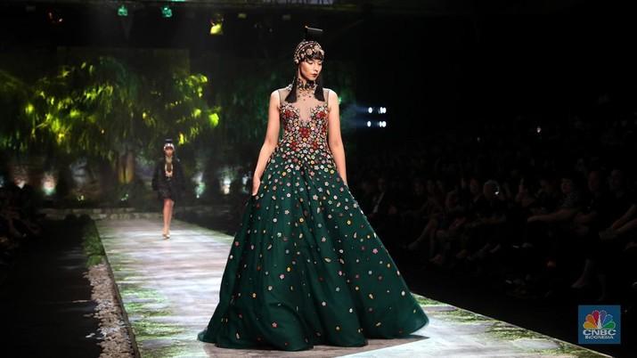 Berapa biaya yang dibutuhkan untuk bisa tampil di pekan mode luar negeri?