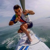 Pebalap tim Repsol Honda, Dani Pedrosa justru memilih olahraga air, seperti berselancar atau surving. Selain surving, Pedrosa juga selalu bersepeda untuk menjaga kebugaran tubuhnya. (Foto: Instagram/26_danipedrosa)