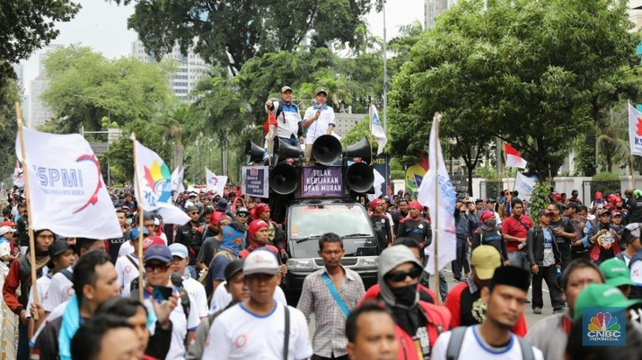 KSPI menolak rencana revisi UU ketenagakerjaan yang digulirkan pengusaha dan ditangkap pemerintah.