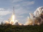 Debut Roket Jumbo SpaceX  Meluncur Kuat dari Florida