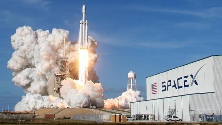 Sejak didirikan, perusahaan teknologi luar angkasa SpaceX telah berambisi untuk memangkas biaya perjalanan ke luar Bumi.