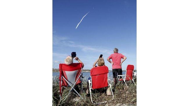SpaceX Uji Coba Puluhan Satelit Internet Pekan Depan