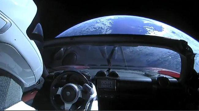 Tesla Roadster Sudah Berwisata 810 juta Km di Luar Angkasa